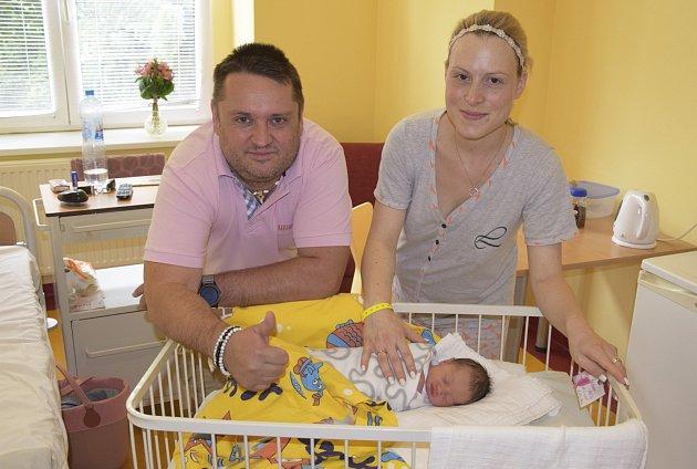Tereza Skákalová a Milan Bísek jsou od 15. července šťastnými rodiči malé Adélky Bískové. Ta se narodila v8.21 s2650 gramy a 45 centimetry. Doma ve Vlašimi na ní čeká bratříček Martin Skákal (5).