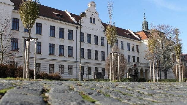 Historická budova Gymnázia Benešov.