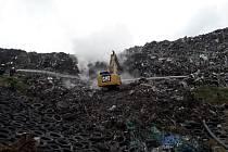 Požár skládky tuhého komunálního odpadu nedaleko Votic.