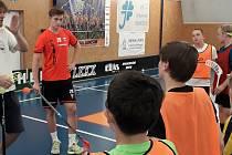 SK Florbal Benešov se zapojil do projektu Tour de club, který má za cíl inspirovat, motivovat a edukovat malé oddíly vychovávající budoucí generace českých florbalových reprezentantů.