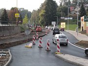 Dopravní stavba ve Vlašimi - sjezd z hlavní silnice do sportovního areálu Na Lukách.