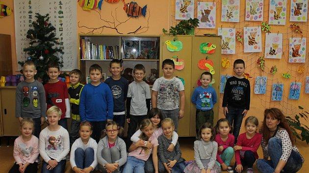 ZŠ Vorlina ve Vlašimi. Třída 1. B a třídní učitelka Jana Stollová.
