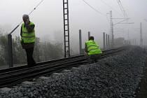 Jediná traťová kolej na mostě přes Sázavu bude po celý den nesjízdná