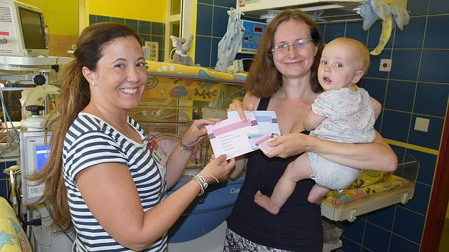 Kartičky novorozenců v benešovské porodnici už neobsahují odkazy na výrobky jedné společnosti.