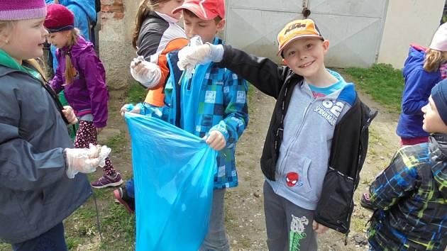 Školní družina při Základní škole Krhanice vyvíjí celou řadu aktivit.