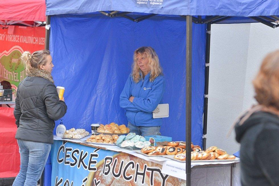 Z farmářských trhů v Benešově