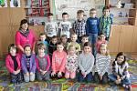 Žáci první třídy ze ZŠ Trhový Štěpánov s třídní učitelkou Šárkou Kladivovou.