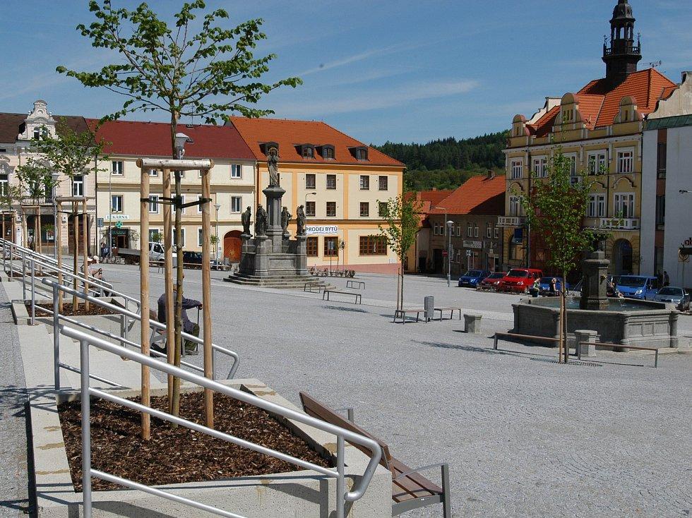 Komenského náměstí ve Voticích.
