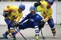 Vlašimští hokejbalisté jsou blízko k vítězství v celé extralize. Ze dvou dramatických a bojovných zápasů na hřišti Kertu Praha si přivezli rytíři zpod Blaníka jednu výhru a o víkendu hrají dvakrát doma.
