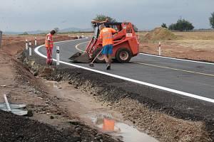 Stavba turbokřižovatky U Topolu na jihu Benešova v pondělí 12. srpna 2019.