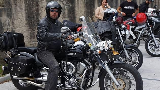 Sraz motorkářů na vlašimském Koupáku.