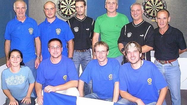 Trojice hráčů DC Mezihoří sehrála v rámci pobytu na Maltě přátelský zápas s domácím celkem druhé ligy P. O. S. Bar Gudja. V přátelské atmosféře hosté prohráli 7:10