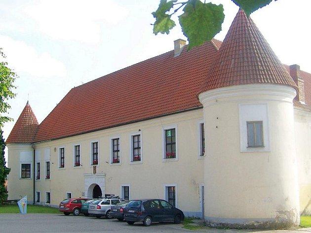 Louňovické infocentrum sídlí v místním zámku.