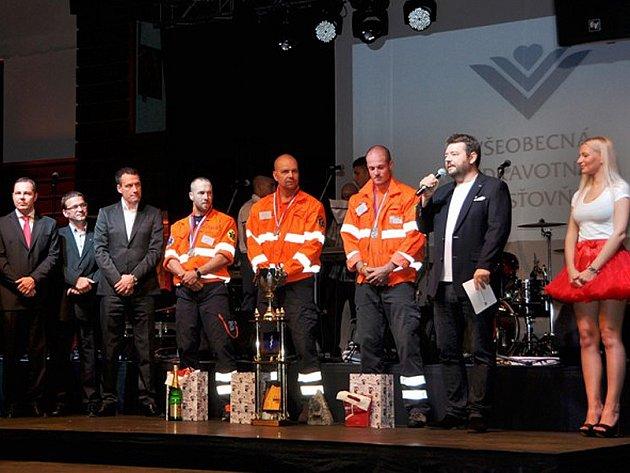 Tým ZZS z Benešova ve složení lékař Pavol Kačenga, záchranář Adam Svoboda a řidič Rudolf Kotek zvítězil při vysokohorském cvičení, kterého se zúčastnilo 26 záchranářských posádek.
