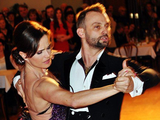 Olga Šípková a Marek Dědík zatancují na votickém plese