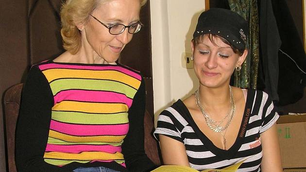 Hana Slámová (vlevo) s klientkou Lolitou.