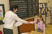 Děti z přípravky, na rozdíl od prvňáků, dostanou ke konci školního roku místo vysvědčení pochvalný list.Ilustrační foto.