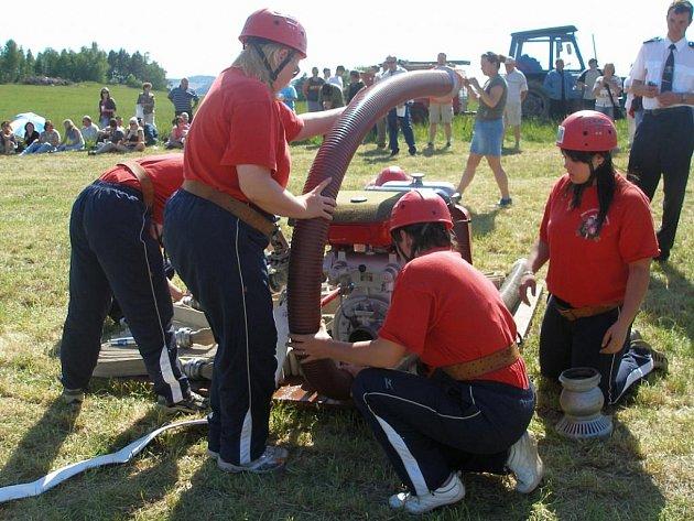 Družstvo divišovských hasiček každý rok při okresní soutěži bojuje o čelní příčky.