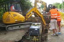 Další havárie při budování nové kanalizace v Peceradech