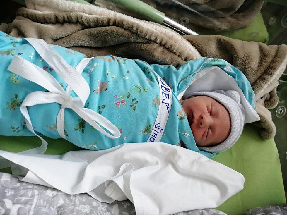 Šimon Hrubeš se narodil  15. února 2021 v kolínské porodnici, vážil 2885 g a měřil 48cm. V Červených Pečkách se z něj těší bráška Matouš (3) a rodiče Petra a Jiří.