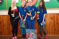 Žákovské medailistky – zleva: třetí Diana Fišarová (Benešov) a Nikita Dadová, první Denisa Dadová a druhá Miriam Tran–chi (všechny DC Mezihoří).