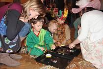 Děti z Mezna se vyřádily při karnevalu.