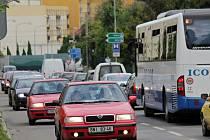 Dopravní situace v Benešově - Máchova ulice.