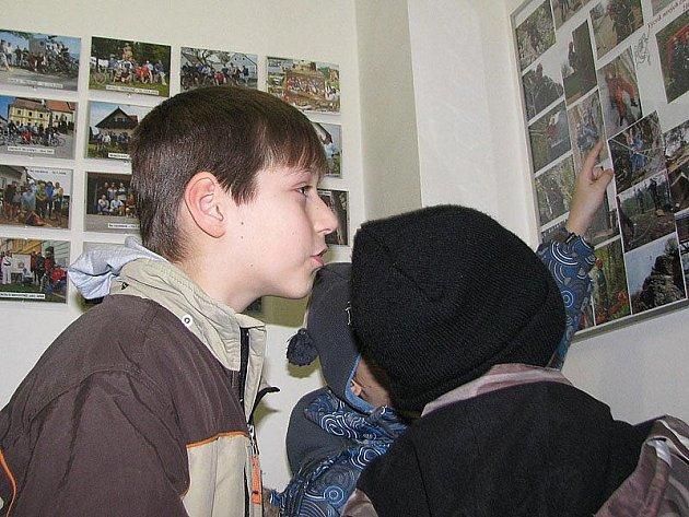 Exkurze dětí ze školní družiny ZŠ Jiráskova u benešovských profesionálních hasičů.