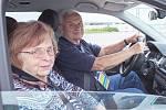 Zdokonalovací kurzy řízení pro řidiče-seniory zcela zdarma v rámci projektu Jedu s dobou.