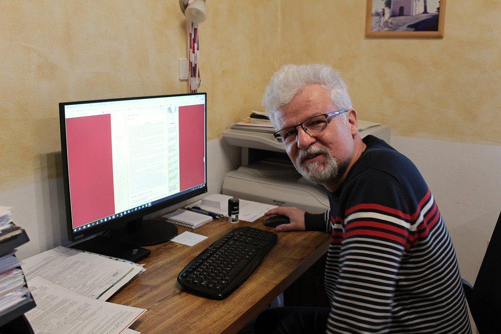 Jednou z obcí, která vsadila na moderní technologie je i Střezimíř a její starosta Miloš Jelínek.