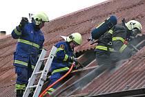 Požár rodinného domu v Mokré Lhotě u Bystřice.