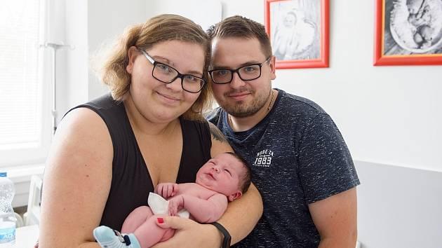 Lukáš Málek se narodil v nymburské porodnici 15. července 2021 v 17.14 hodin s váhou 4370 g a mírou 50 cm. V Pátku bude prvorozený chlapeček vyrůstat s maminkou Adélou a tatínkem Bohuslavem.