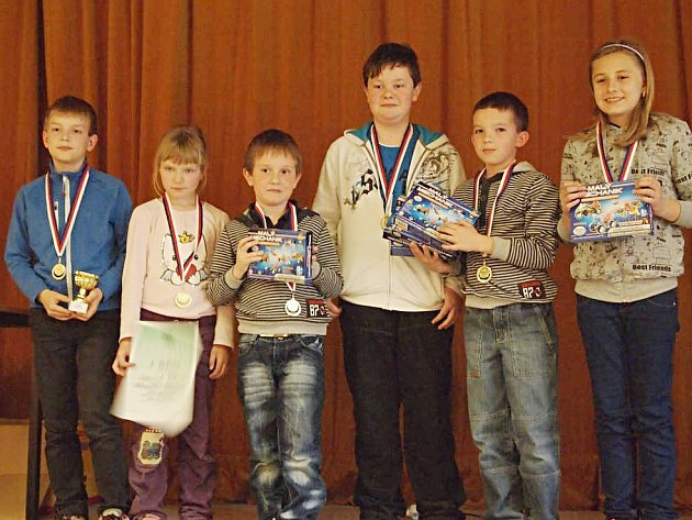 Vítězná Vlašim. Zleva: Lukáš Dolanský, Petra Píšová, Jakub Vojta, Daniel Ždych, Richard Mládek, Julie Vilímová.