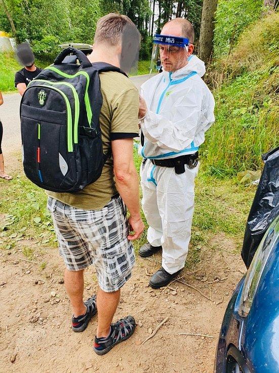 Z technopárty na Benešovsku pomalu odjíždějí účastníci