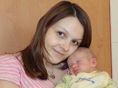 Anna Sůvová z Podvek u Sázavy se 16. března v 13.31 stala maminkou prvorozené dcery Karolínky. Sestřičky v porodnici jí navážily 3,37 kilogramu a naměřily 50 centimetrů.