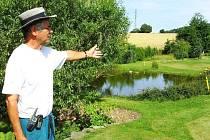 Michal Voigst představuje jednu z jamek na golfovém hřišti v Trhovém Štěpánově