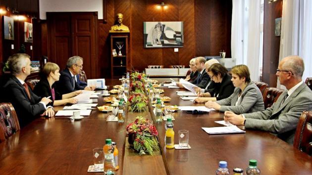 Jednání na krajském úřadu se zúčastnili zástupci kraje a ministerstva školství.