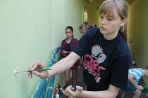 Malování podchodu v Mrači dětmi ze Základní umělecké školy Josefa Suka v Benešově.