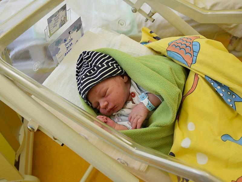 Antonín Bajer se manželům Monice a Josefovi narodil v benešovské nemocnici 12. září 2021 v 15.31 hodin, vážil 3850 gramů. Doma v Praze na něj čekala sestřička Anička (4,5).