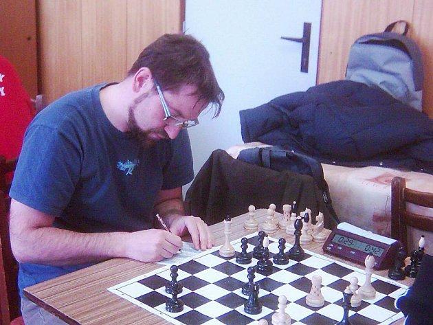 V utkání dvou předních týmů tabulky Vlašim B - Říčany E připsal důležitý bod pro domácí Daniel Houdek.