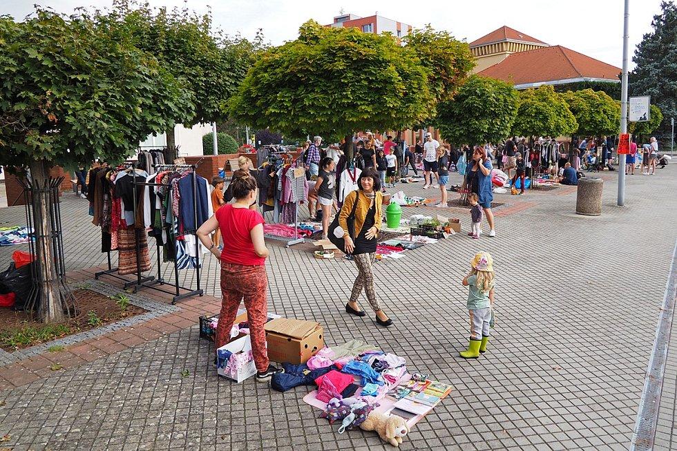 Bleší trh na náměstí Voskovce a Wericha v Sázavě.