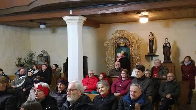 Z vystoupení ratměřického pěveckého sboru Jordánek v kostele sv. Havla ve Střezimíři.