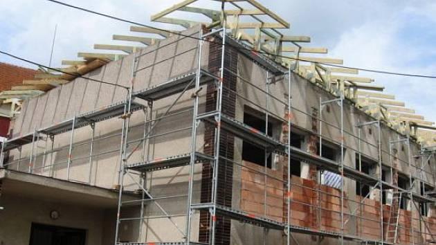 Telocvična se bude pyšnit novou střechou
