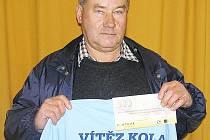 Tomáš Růžek z Mladovic se radoval z výhry v 8. kole Fortuna ligy a z redakce BND si odnesl stokorunovou poukázku od sázkové kanceláře Fortuna a tričko.