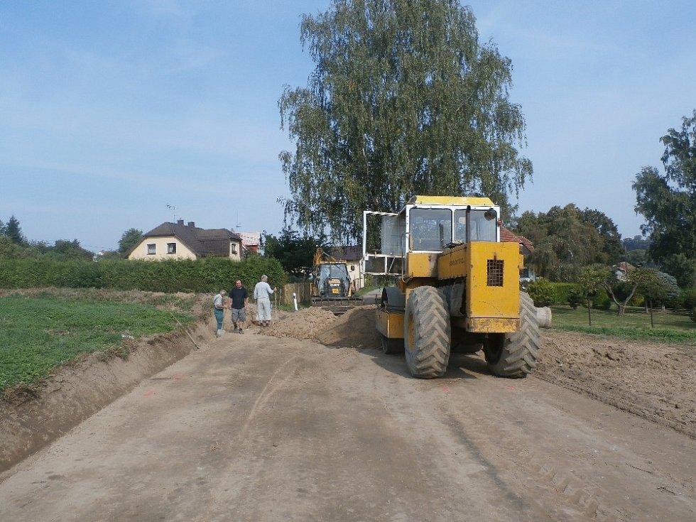 Rekonstrukci silnice do osady Lísek zafinancovala z části obec Postupice.