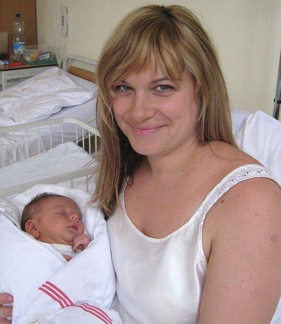 Manželům Novákovým se  2. listopadu pět minut před půl šestou ranní narodil syn Ivo. Po porodu vážil 4,15 kg a měřil 52 cm. Doma v Benešově se na brášku těší dvacetiměsíční Pravoslav.