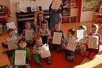 I v mateřské školce MiniSvět děti dostávají vysvědčení v podobě hvězdiček