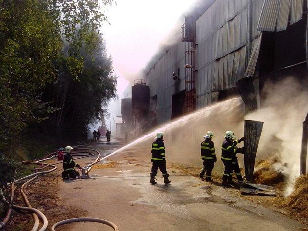 Požár seniku ve Smilkově byl zjištěný v pondělí 8. července krátce po 13. hodině.
