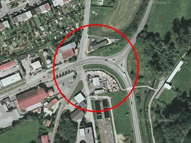 Tak vypadá nebezpečná křižovatka v dolní části Čechovy ulice z ptačí perspektivy