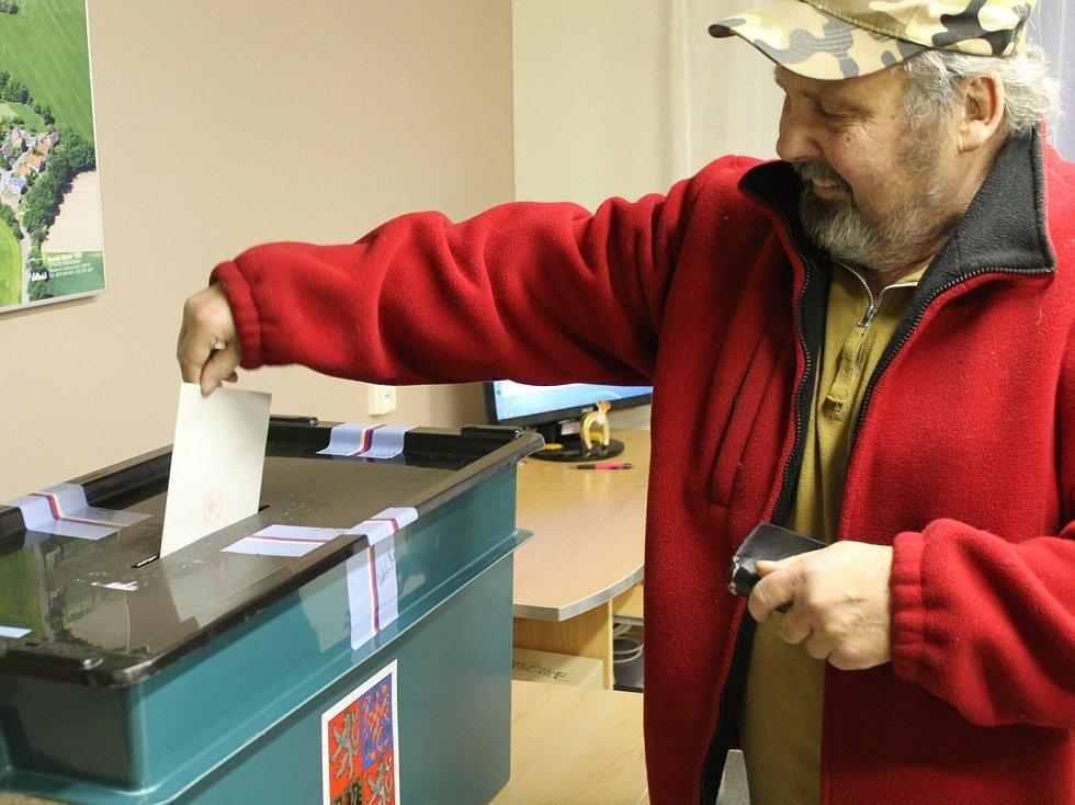 První den prezidentských voleb v Maršovicích.